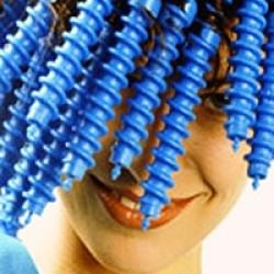 Кудряшка Cью: достоинства и недостатки вьющихся волос