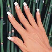 Акриловый или гелевый материал выбрать при наращивании ногтей?